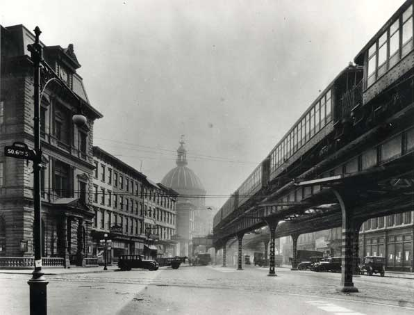 Old Williamsburg view looking west on Broadway.